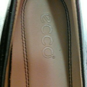 Ecco Black Patent leather flats